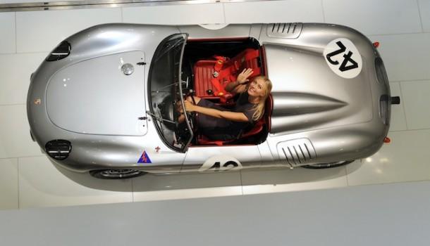 Porsche firma con María Sharapova