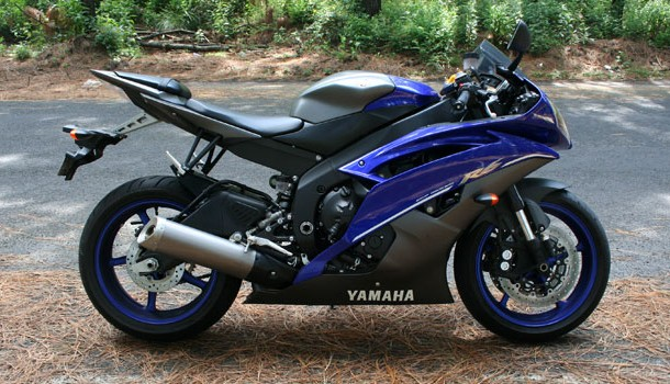 Yamaha R6, el poder contenido en cuatro cilindros y 600 cc