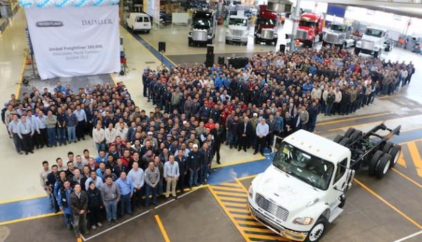 Celebra Planta Santiago de Daimler Trucks la producción de 300 mil unidades