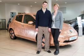 Nissan LEAF adquiere un brillo especial de 100,000 monedas