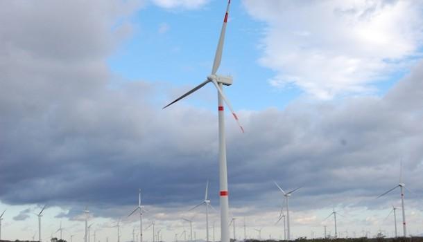 Nissan celebra el primer aniversario de la integración de energía eólica
