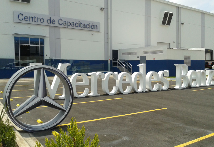 Nuevo centro de capacitaci n mercedes benz memo lira for Mercedes benz academy