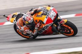 Pedrosa gana en Malasia tras la polémica caída de Márquez