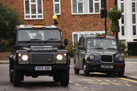 TAXI: Land Rover Defender desde Londres