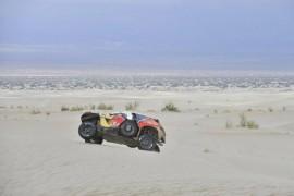 Rally Dakar, Sainz uno más que muerde el polvo