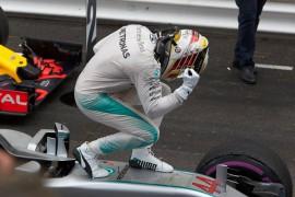 Hamilton gana en Mónaco y Checo Pérez queda dentro del podio