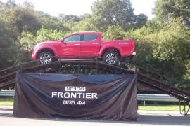 Nissan NP300 Frontier 4×4 diesel, elevan su apuesta
