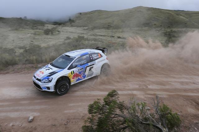 Volkswagen lidera en Argentina,  Ogier al frente de Loeb