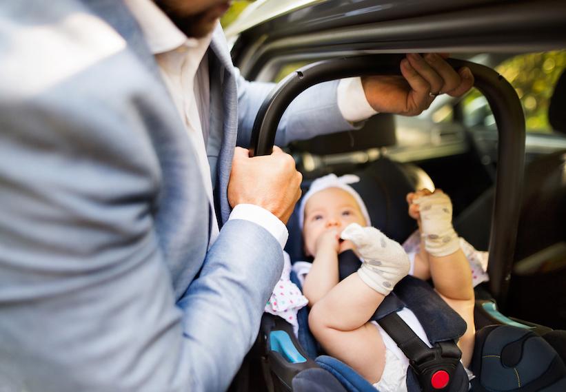 ¿Sabes cómo deben viajar los niños en el auto?