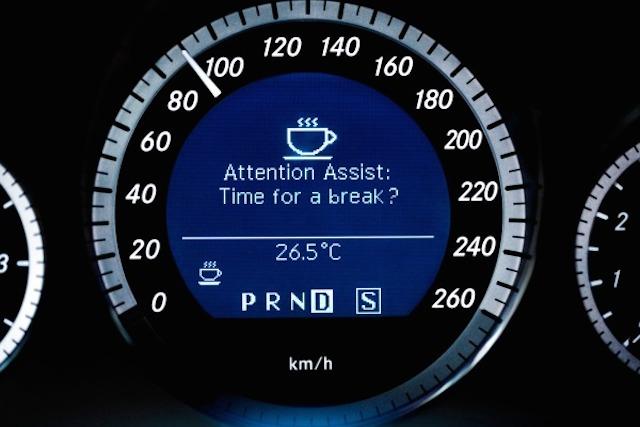 ¿Manejar cansado? ¡No te duermas, es peligroso!
