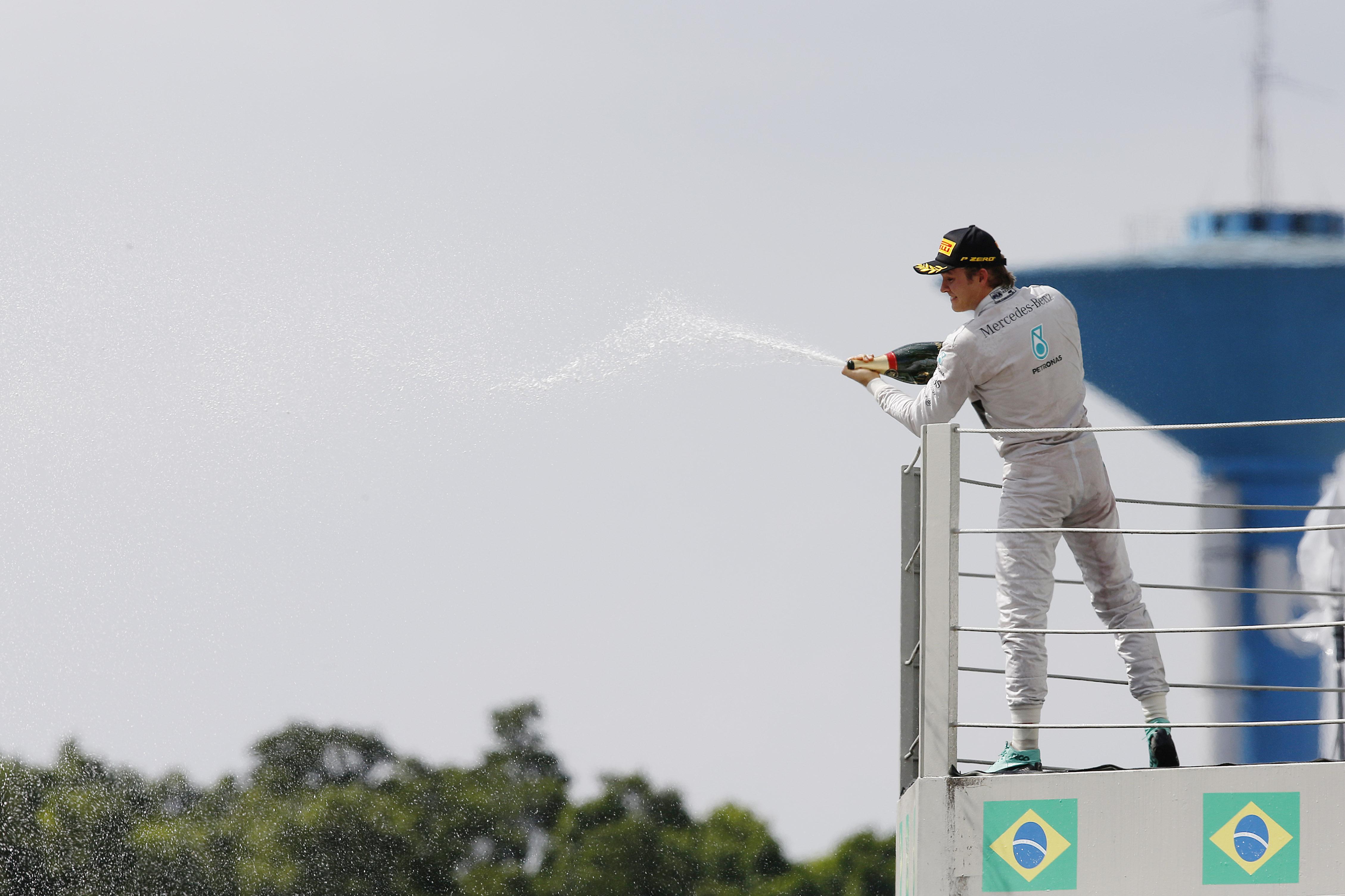 Nico Rosberg se impone en Brasil y continua la lucha por el Campeonato