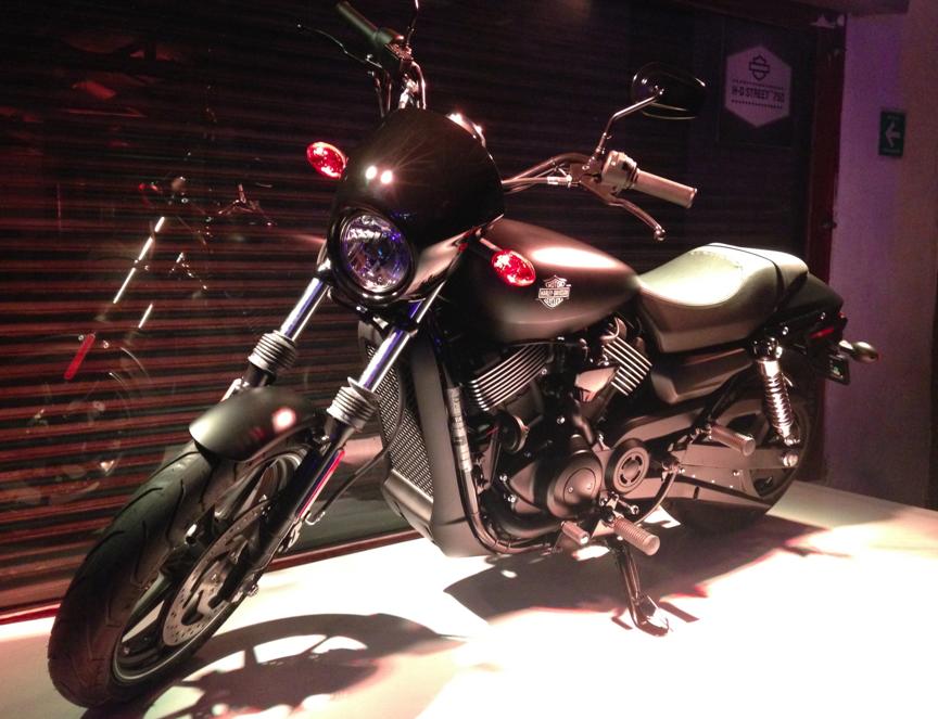 #LivetheStreet 750 Harley Davidson