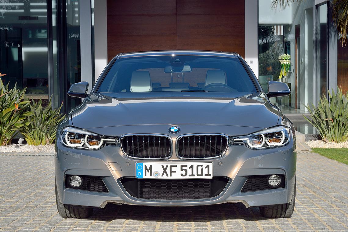 ¿Conviene comprar un auto de lujo usado sobre uno convencional nuevo de agencia?