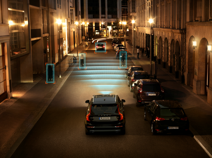 150128_The_all_new_Volvo_XC90_City_Safety_in_darkness