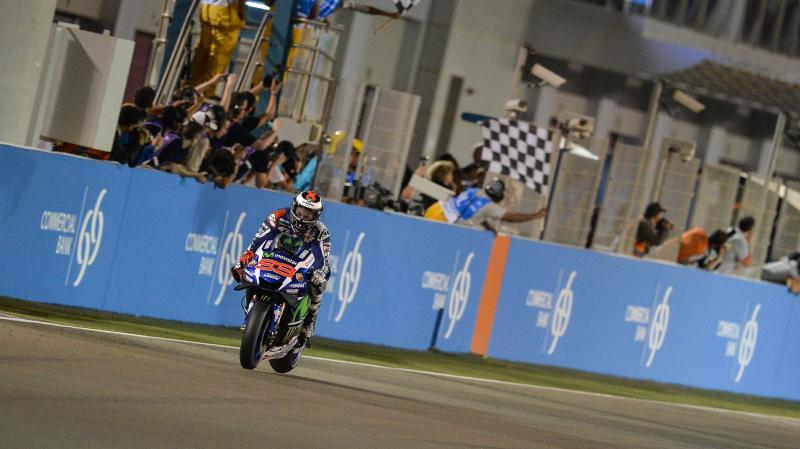 Lorenzo vence una emocionante carrera por delante de Dovizioso y Márquez