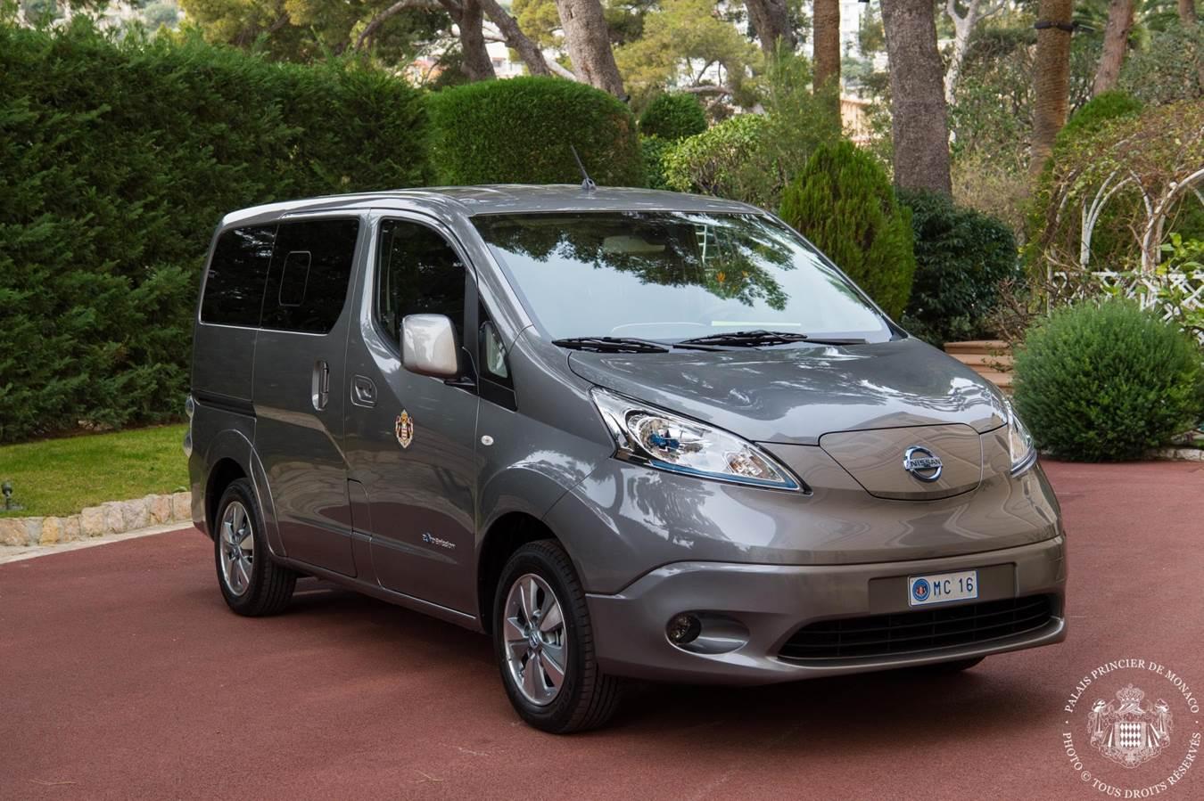 Nissan entrega dos unidades de la van cero emisiones e-NV200 al Principado de Mónaco