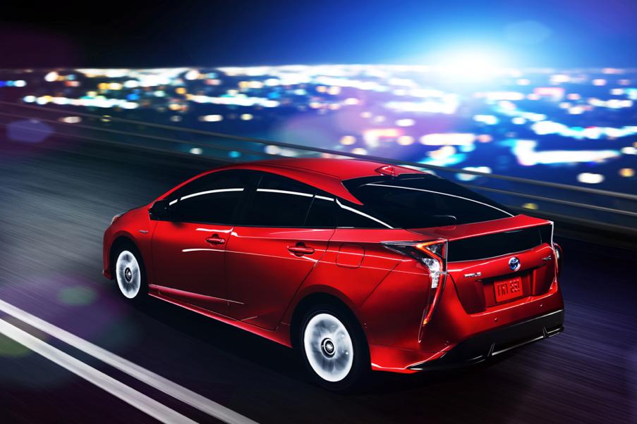 Toyota-Prius-2016-8