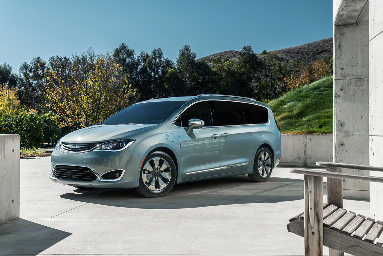 003-2017-chrysler-pacifica-hybrid-1