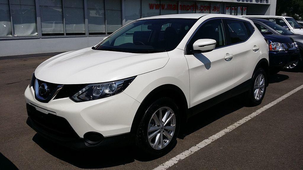 2014_Nissan_Qashqai_(J11)_ST_wagon_(16443644946)