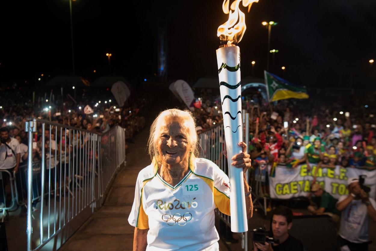 Nissan invita a la mujer de mayor edad en Brasil a portar la Antorcha Olímpica de Río 2016