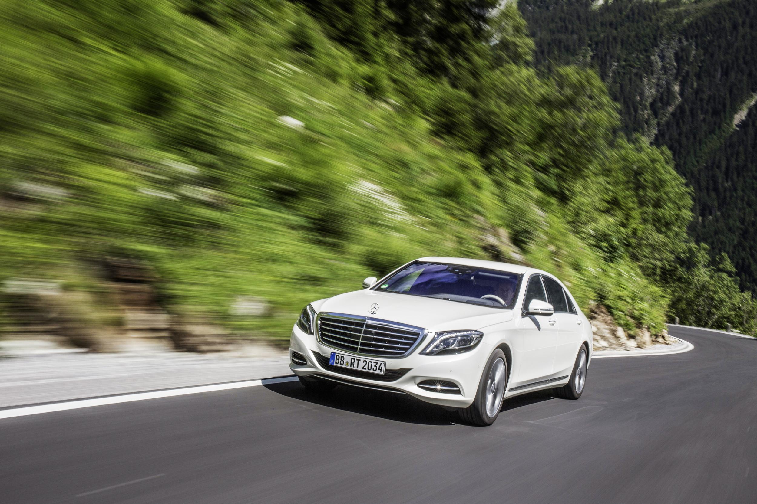 Mercedes-Benz S550e plug-in hybrid, carga por inducción opcional