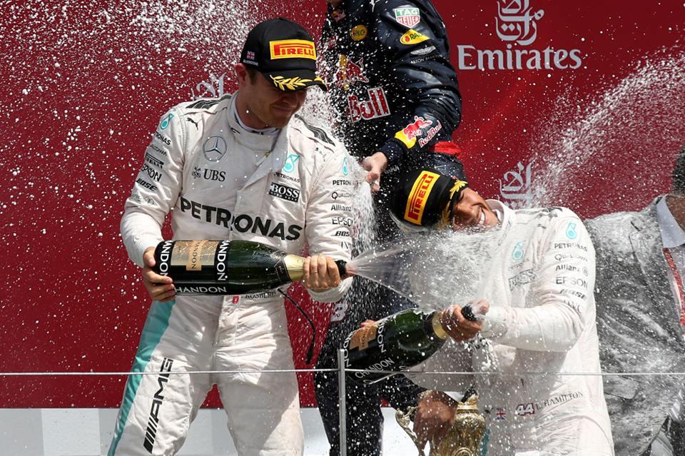 Hamilton gana en casa y Rosberg es nuevamente penalizado