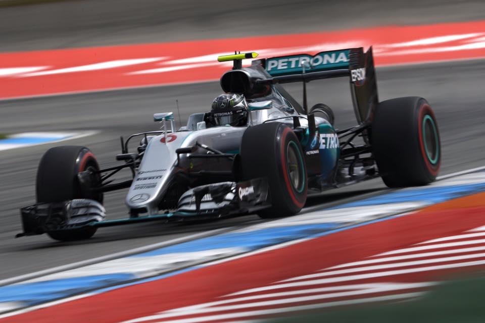 Rosberg consigue la pole en casa