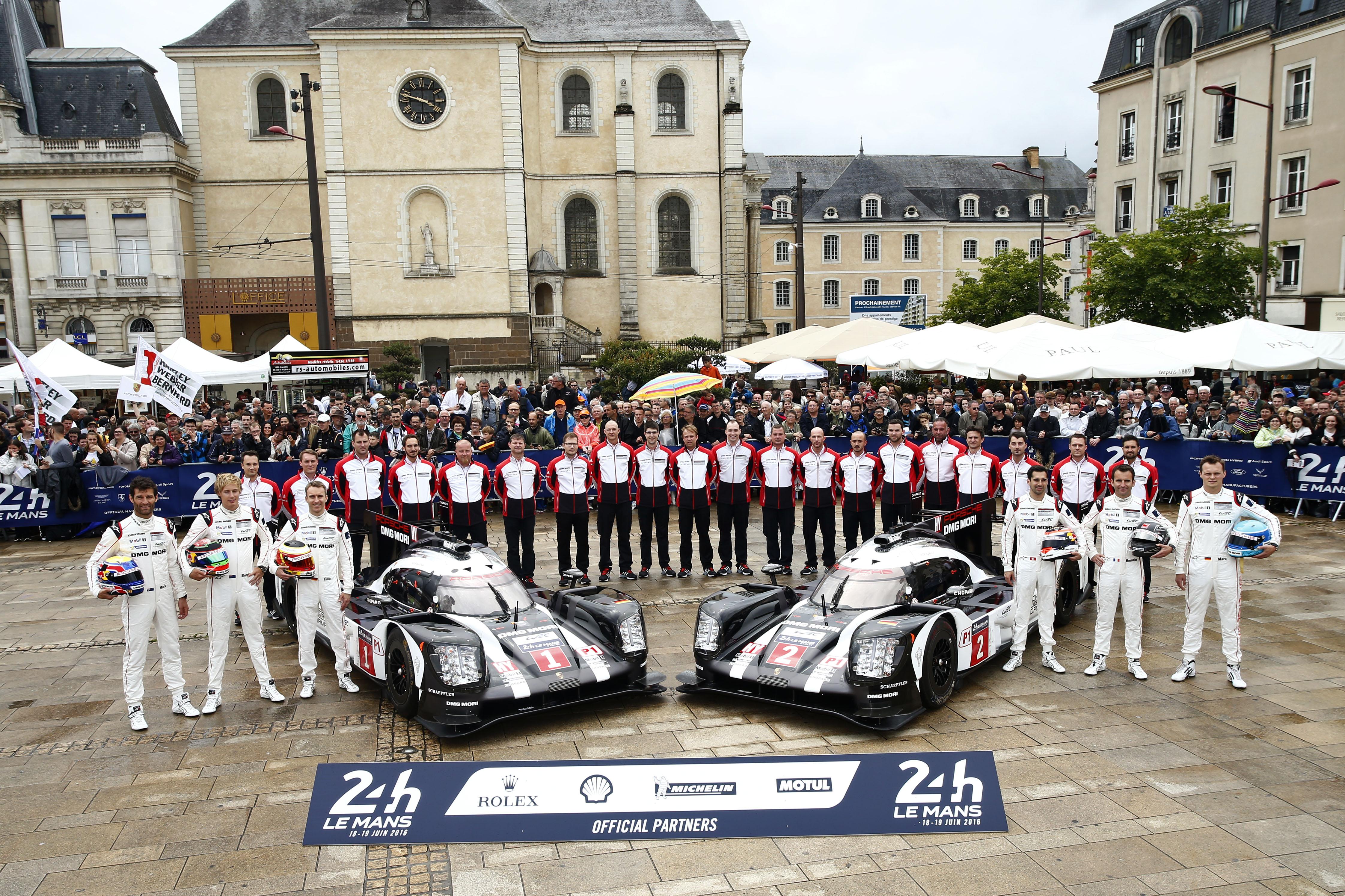 Porsche 919 Hybrid, Porsche Team 1: Mark Webber, Brendon Hartley, Timo Bernhard, Porsche Team 2: Neel Jani, Romain Dumas, Marc Lieb  (l-r)