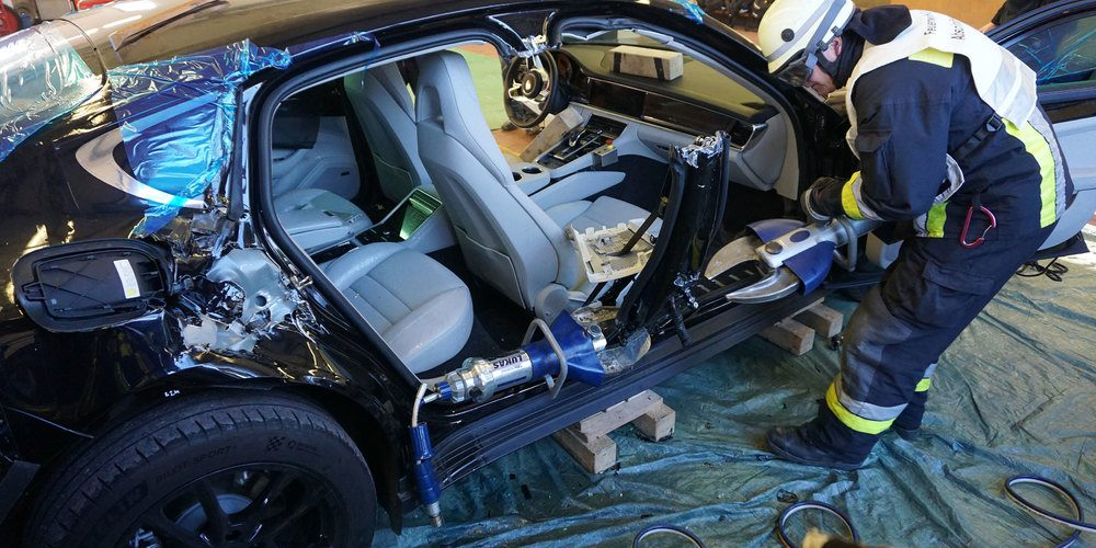 Destruyeron un Porsche Panamera para salvar vidas