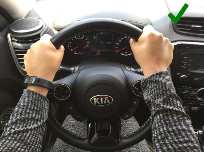 Cómo sostener el volante: tips para que tu manejo sea seguro