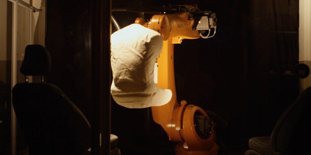 Robutt, el robot que pone a prueba los asientos de Ford