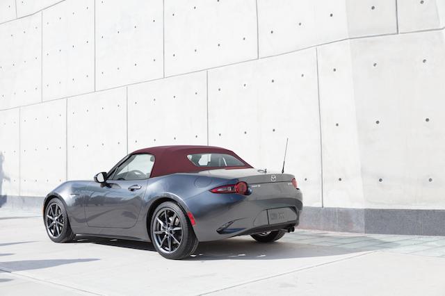 Mazda MX-5 2018 con un nuevo color de capota: Dark Cherry
