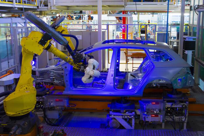 2,000 robots  y 1,700 operadores para crear un SEAT
