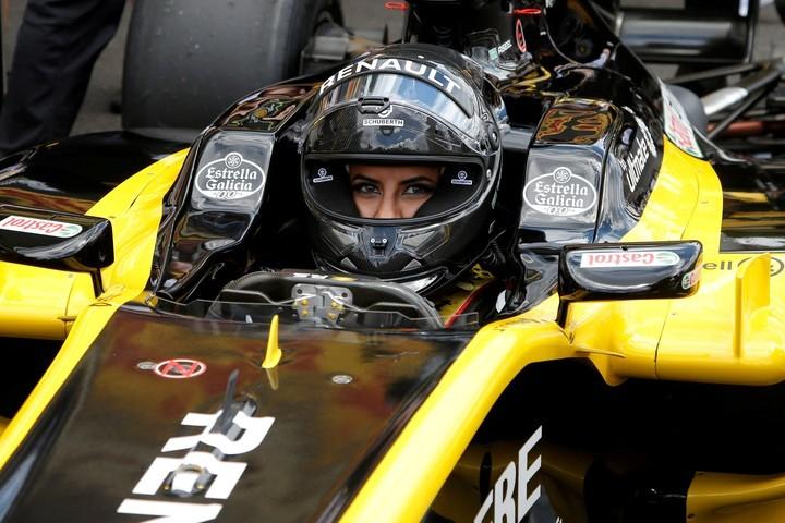 La primera mujer saudí en conducir un Fórmula 1