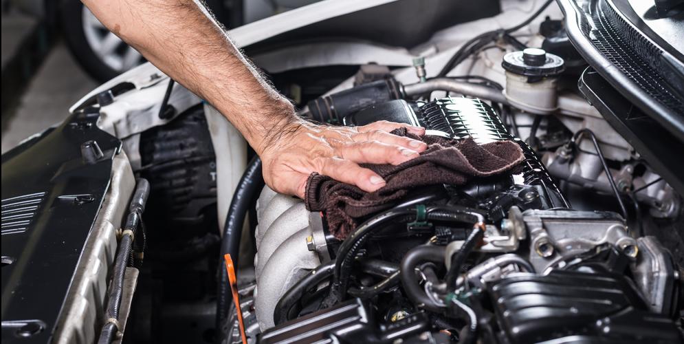 Cómo limpiar el motor de mi auto