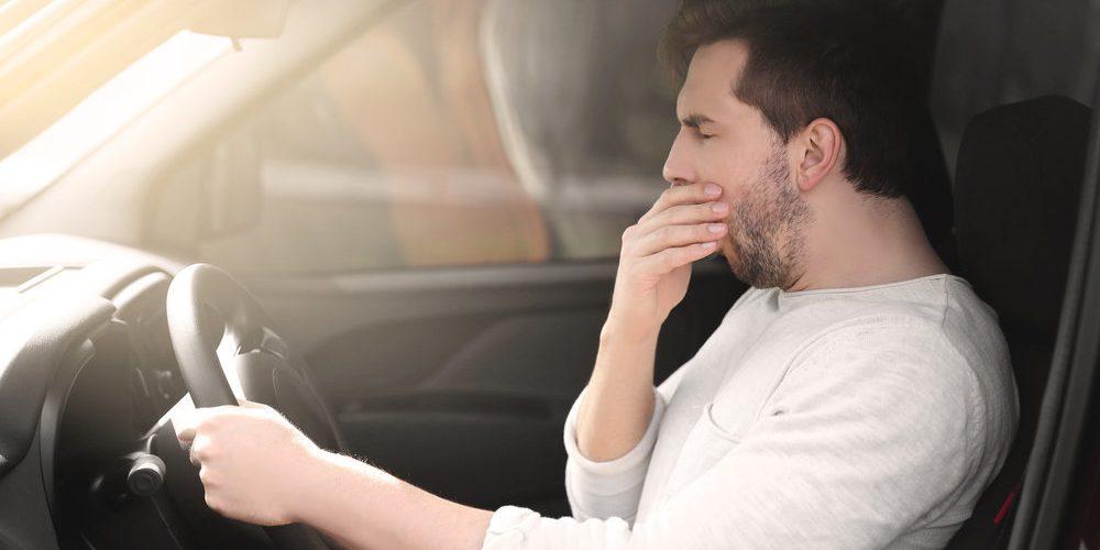 ¿Cuáles son los riesgos de conducir con sueño?