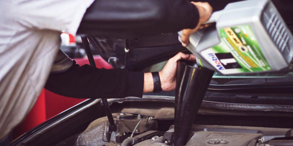 ¿Sabes cómo protege al aceite al motor de tu auto?
