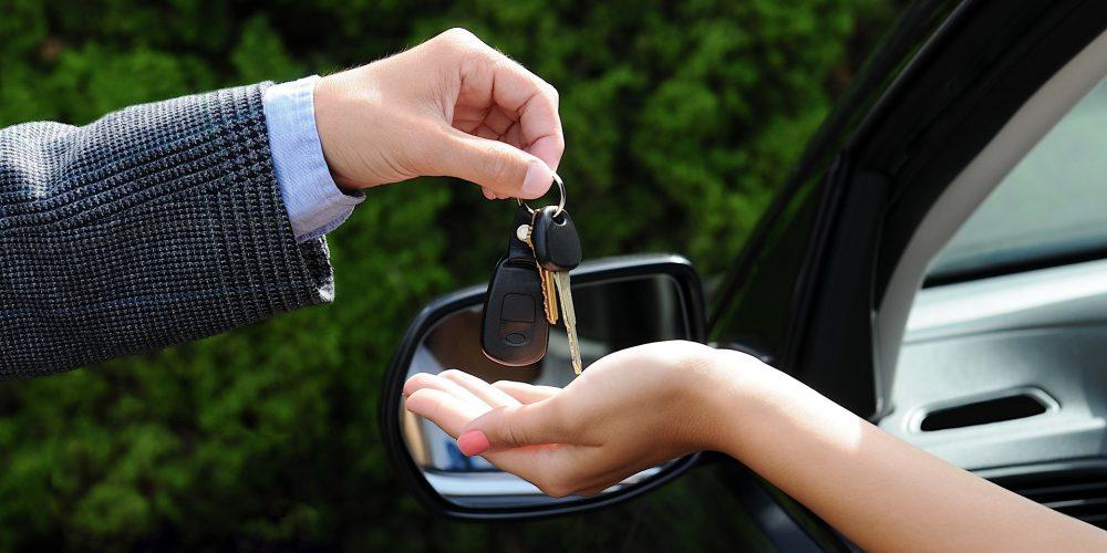 ¿Vas a vender tu auto? Ten estos papeles en orden