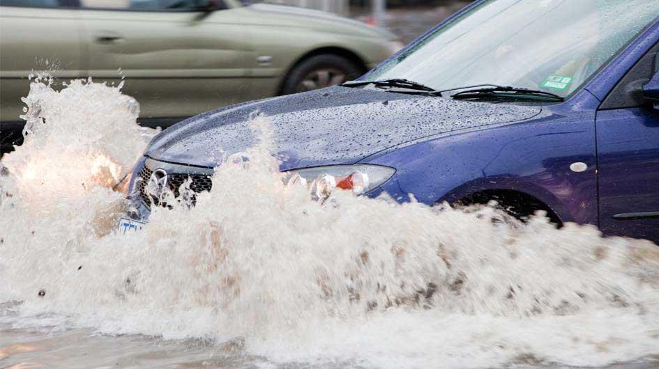 auto-inundado-inundacion-reparar