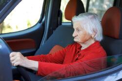 Hasta qué edad deben manejar los adultos mayores
