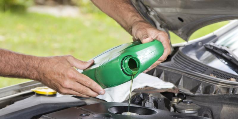Se recomienda poner un aditivo al auto si hace frío