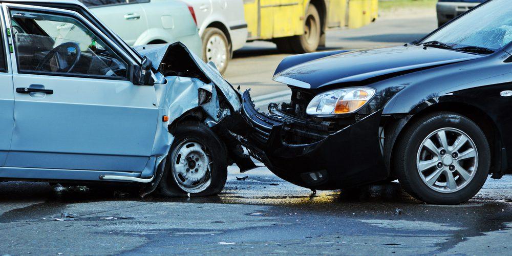 ¿Qué debo hacer si llego a estoy involucrado en un accidente de tránsito?