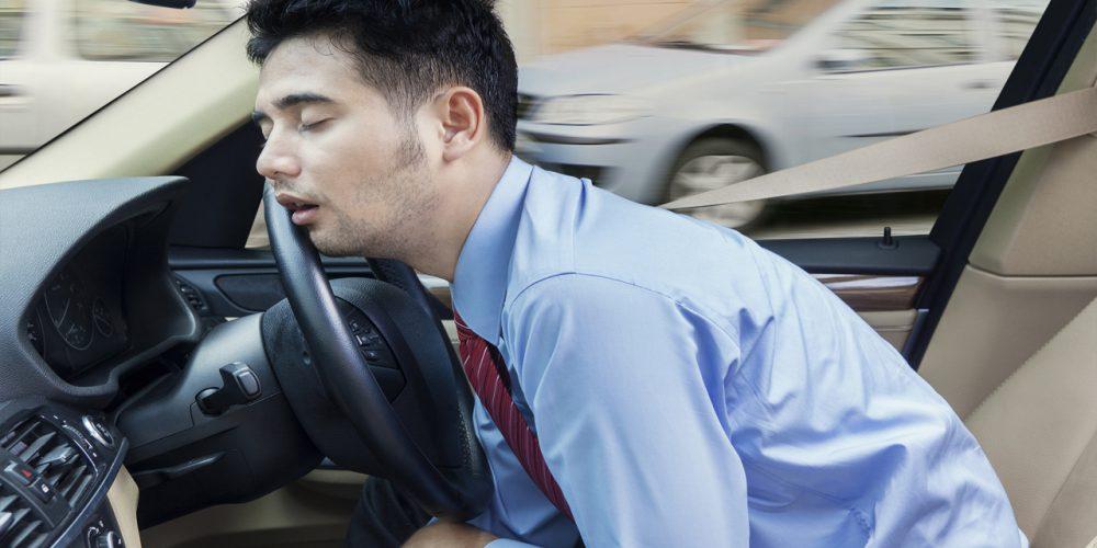 Consejos que puedes seguir para lograr mantenerte despierto al manejar distancias largas