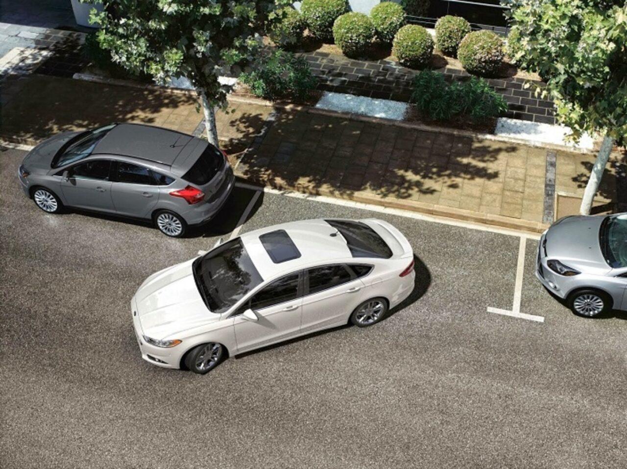 Aprende a estacionar el auto en tres sencillos pasos