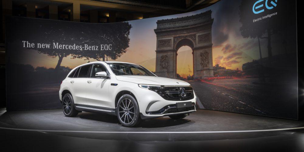 """Der neue Mercedes EQC, das erste rein batterieelektrisch angetriebene Fahrzeug der Produkt- und Technologiemarke EQ bei """"Meet Mercedes"""". Im Molitor, das 2014 zum Luxushotel umgebaute ehemalige Schwimmbad, konnten sich die geladenen Journalisten über zahlreiche Neuheiten der Marke mit dem Stern informieren. (Stromverbrauch kombiniert: 22,2 kWh/100 km; CO2 Emissionen kombiniert: 0 g/km, Angaben vorläufig). The new Mercedes EQC, the first battery-electric vehicle from the EQ product and technology brand at """"Meet Mercedes"""".  At the Molitor, the former iconic swimming pool converted into a luxury hotel in 2014, invited journalists enjoyed an exclusive insight into several new products and technologies from the brand with the three-pointed star.  (combined power consumption: 22.2 kWh/100 km; combined CO2 emissions: 0 g/km, provisional)."""