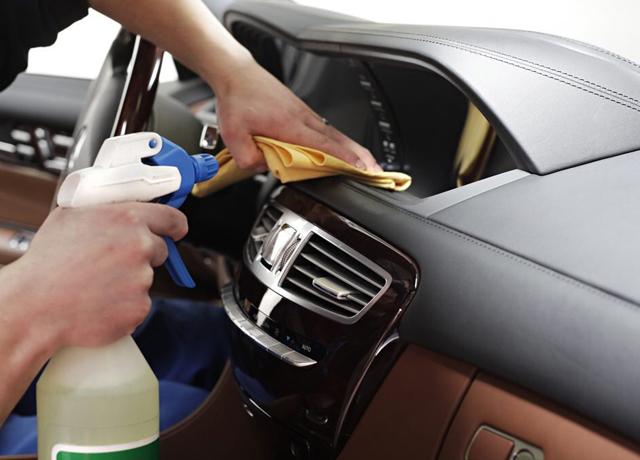 Cómo lavar adecuadamente el interior de tu auto