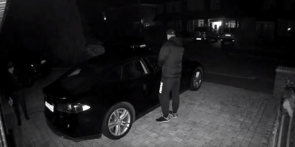 Lo inimaginable: consiguen robar un Tesla Model S usando una tablet y un smartphone