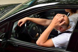 ¿Cuáles son los riesgos de pasar mucho tiempo en el automóvil?