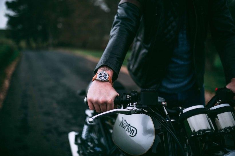 Hombres que andan en moto aumentan su inteligencia, según este estudio