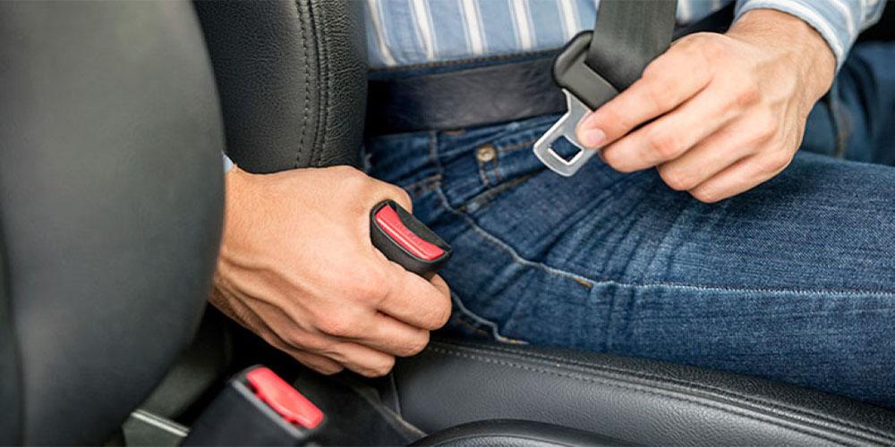 Consejos para ajustar el cinturón de seguridad de una manera correcta